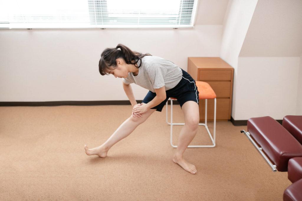変形性膝関節症のハムストリングスのストレッチ体操