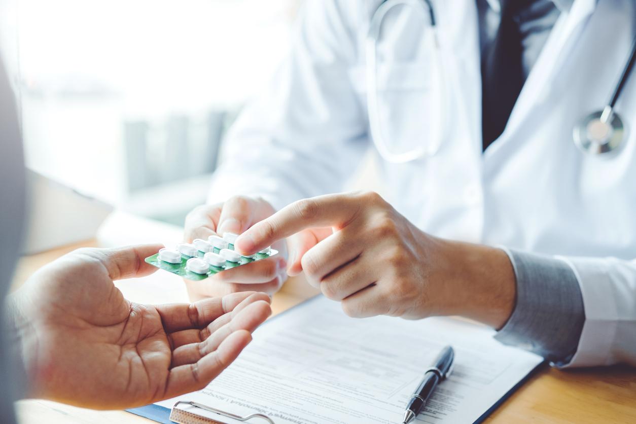 薬を処方する医者
