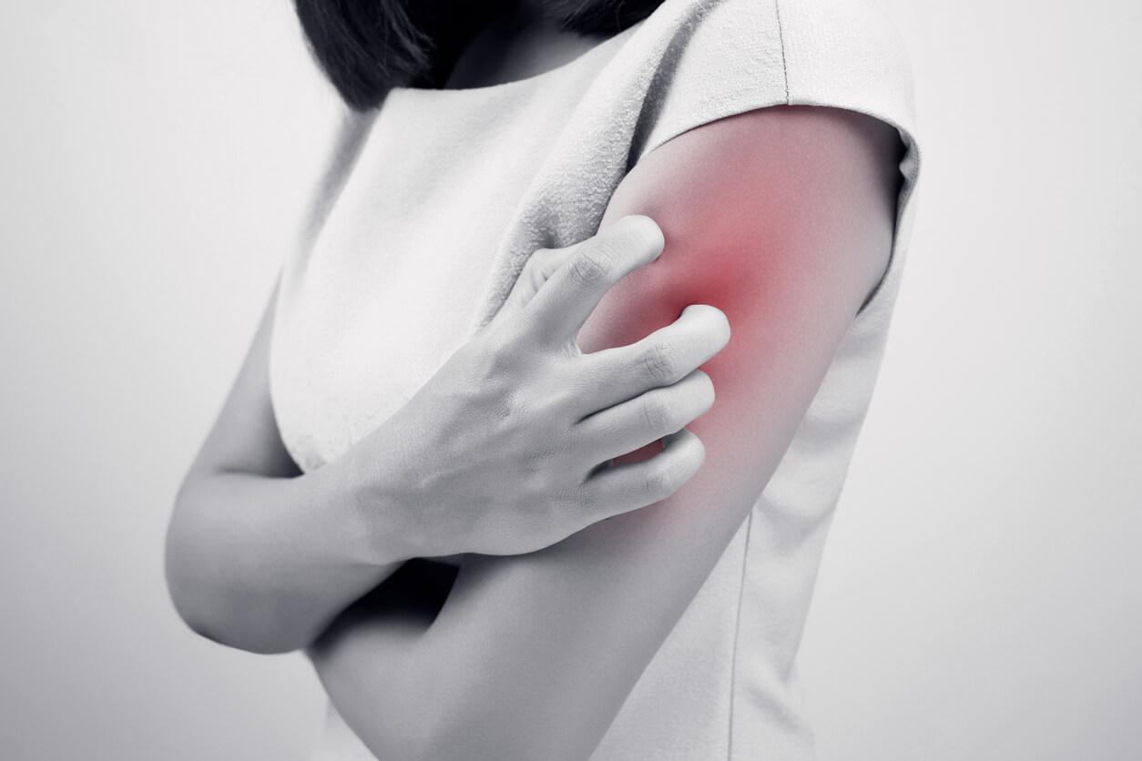 頚椎症性神経根症による腕の痛み、しびれ